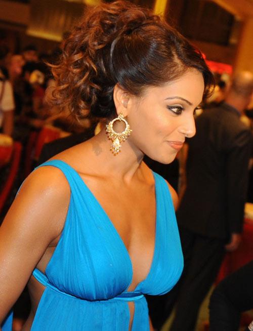 bipasha-basu-at-iifa-awards-2009